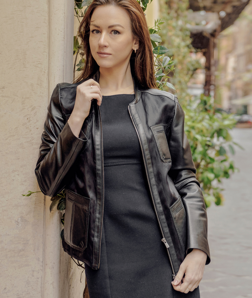 Sofia is a beautiful black lambskin jacket with parts in pure Italian silk. This jacket is slightly fitted https://puntopelle.com/shop